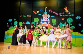 ถ่ายรูป Mini Concert ?I & 9 Princesses? (การแสดง)